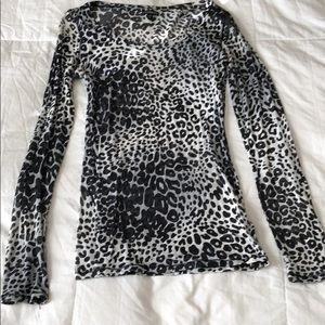 Long sleeve black and white leopard top
